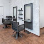 Rifare-negozio-parrucchiere-con-specchiere-rifinite